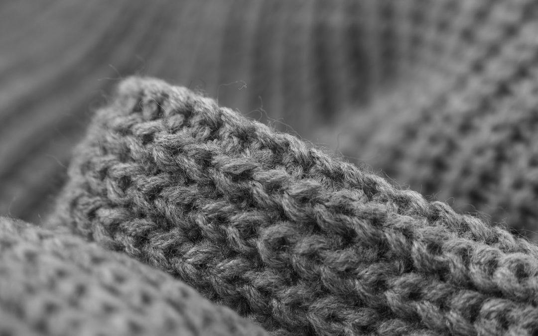 Comment enlever les bouloches ou peluches d'un pull en laine ?